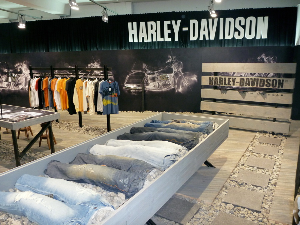 H-D FASHION STAND AT BBB