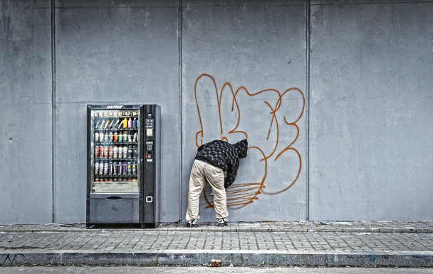graffiti-vending-machine