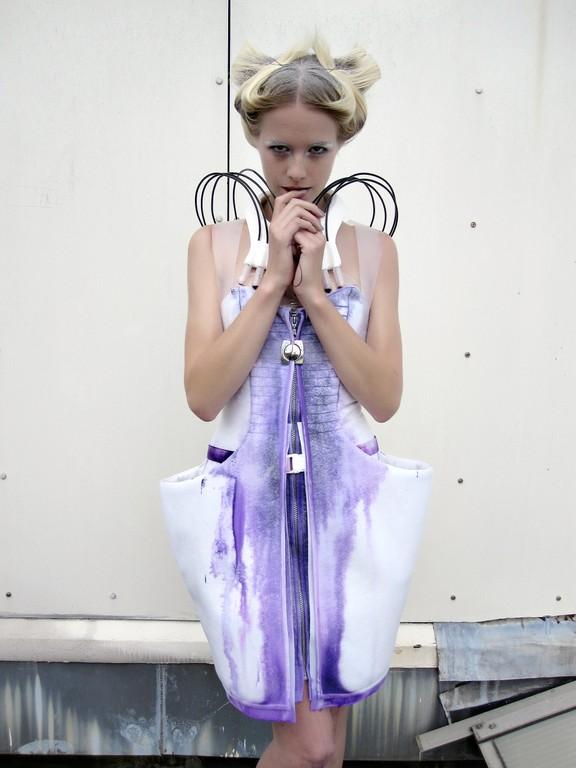 Anouk-Wipprecht-Self-Painting-Dress-1