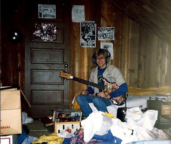 Kurt-Cobains-Childhood-Home-for-Sale-1