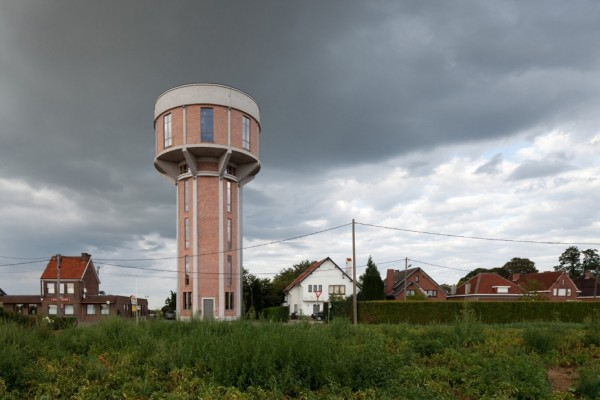 water_tower_converted_to_house_01
