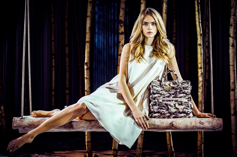 800x532xcara-delevingne-mulberry-bag1.jpg.pagespeed.ic.2OZbYATRt1