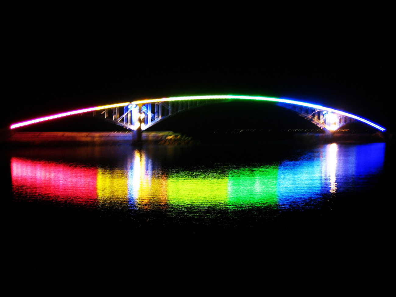 Rainbow-Bridge-Tokyo-Japan-10