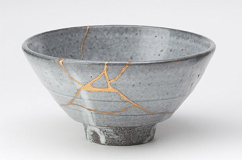 Kintsugi: The Art of Broken Pieces gold ceramics