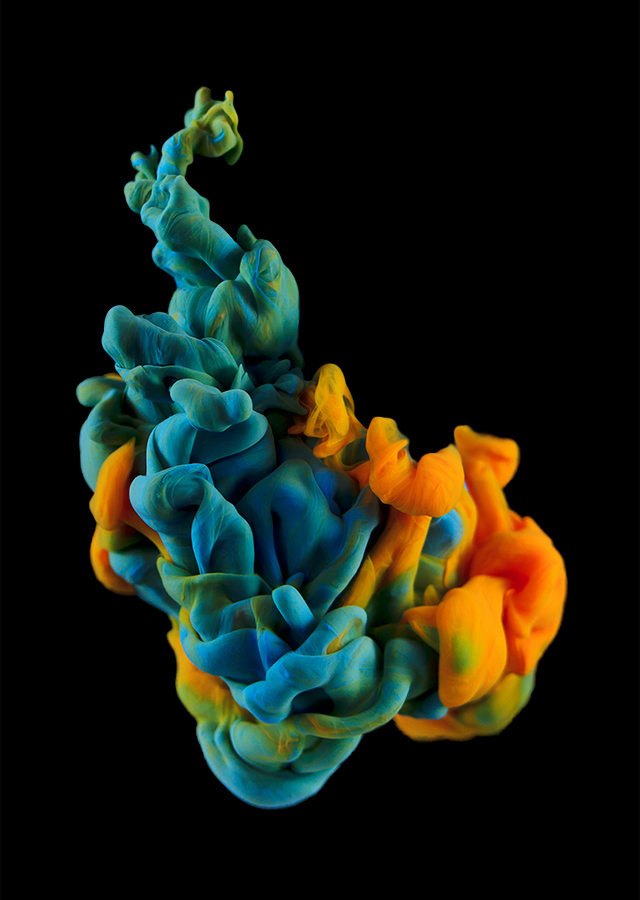 ink dropped into water on a black background by alberto seveso (1)