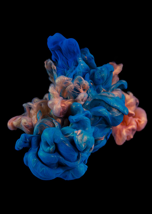 ink dropped into water on a black background by alberto seveso (4)