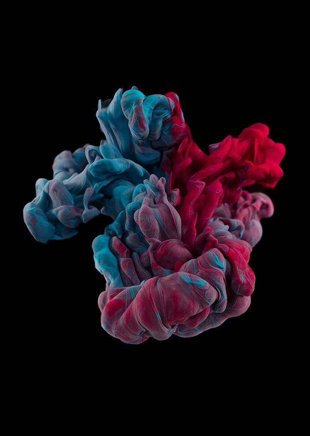 ink dropped into water on a black background by alberto seveso (5)