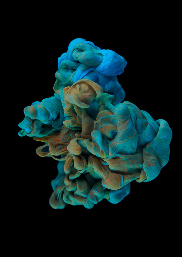 ink dropped into water on a black background by alberto seveso (7)