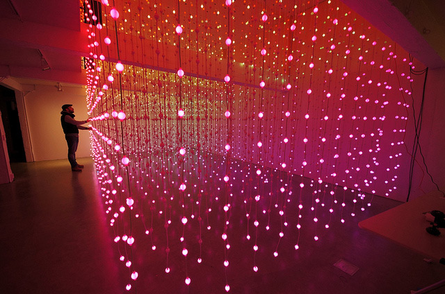 Submergence: An Immersive Field of 8,064 Suspended Lights by Squidsoup multiples light installation