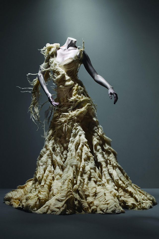 Alexander-McQueen-oyster-dress-savage-beauty