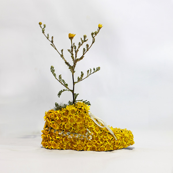 Nike_yellow_shoes_flowers_instagram