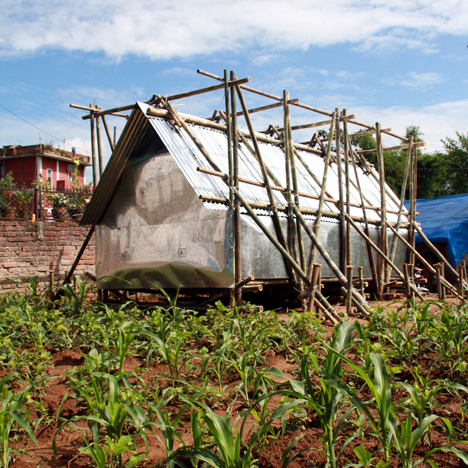 Temporary-shelter-earthquake-victims-Nepal-Charles-Lai-and-Takehiko-Suzuki-_dezeen_sqa