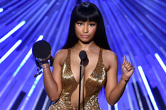 nicki-minaj-award-mtv-vma-2015-show-billboard-650