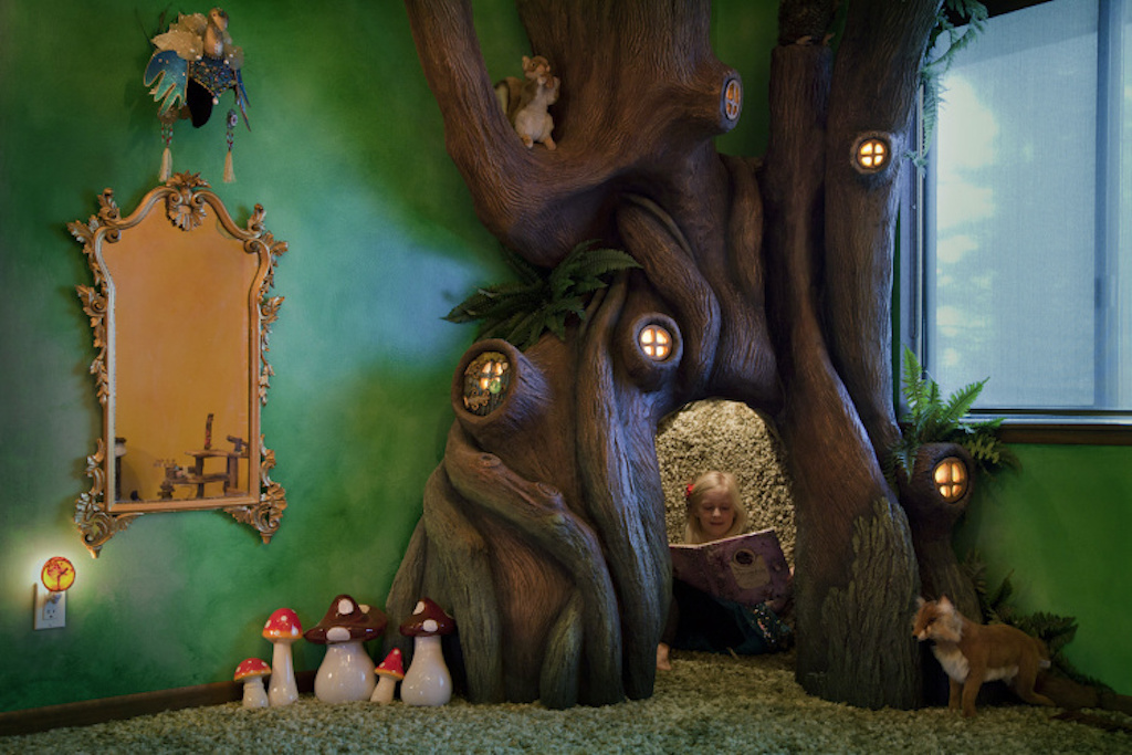 dad-builds-a-tree-in-his-daughters-bedroom 2