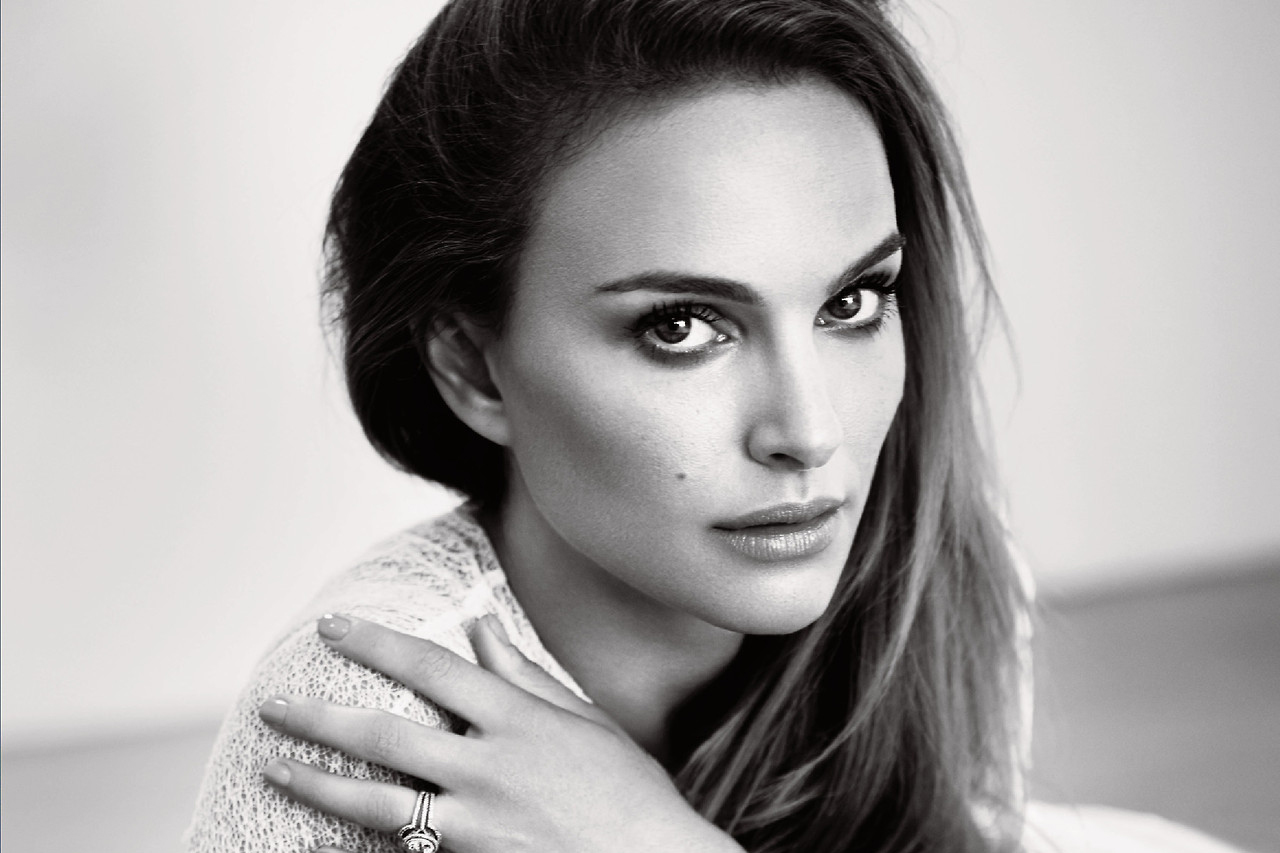With natalie portman lookalike softcore