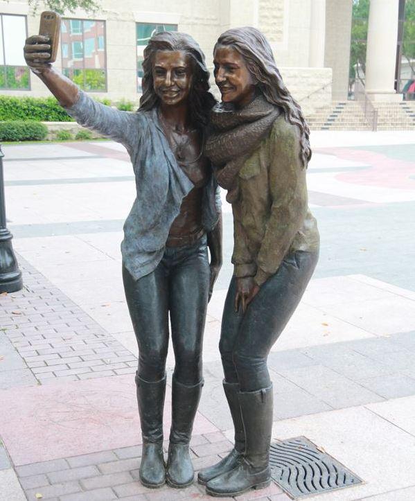 selfiesculpture